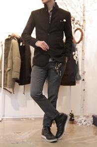 Black Clip Point Wool Blazer<br>탈부착 가능한 클립 디테일<br>울소재로 겨울용 블레이저