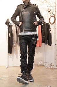 Black Double Zip Leather Rider Jacket<br>블랙컬러, 더블지퍼 사용<br>군더더기 없는 깔끔한 핏의 라이더자켓