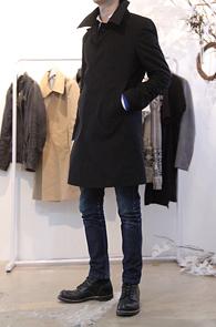 Simple Black Cotton Mac Coat<br>블랙 컬러, 코튼 소재<br>깔끔한 핏의 맥코트