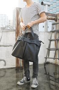 Black Two Pocket Shoulder Bag<br>블랙컬러, 페이크 레더소재<br>심플한 디자인의 숄더백