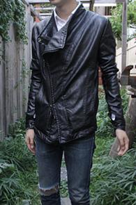 Black Fake Leather Jacket<br>페이크레더소재, 비대칭디자인<br>슬림핏의 페이크 레더자켓