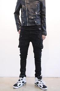 Black Coating Cargo Biker Pants<br>블랙 코튼소재, 코팅가공<br>신축성이 좋은 카고 바이커팬츠