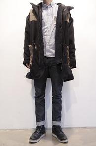Black Coloration Hood Coat<br>라이너 탈부착가능, 극강의 보온성<br>보온성과 디자인 두가지로 뛰어난 후드코트