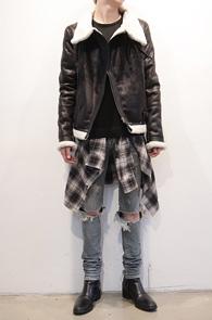 Black Crack Leather Mouton Jacket<br>B3 디자인 모티브, 크랙 가공처리<BR>독특한 라인의 레더 무스탕 자켓