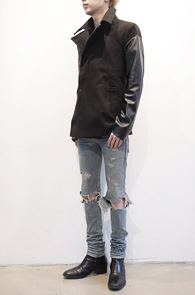 Black Leather Mix Wool Coat<br>이중지 원단, 페이크레더 믹스<br>레더와의 소재믹스가 멋스러운 피코트