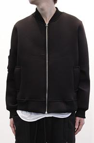 Black Neoprene MA-1 Jacket<br>네오프랜 소재, MA-1 디자인<BR>어디에나 편히 코디 가능한 네오프랜점퍼
