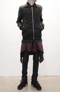 재입고되었습니다<BR>Leather Mix Stadium Jacket<br>코튼소재와 레더소재 믹스<br>블랙컬러의 심플한 스타디움 자켓