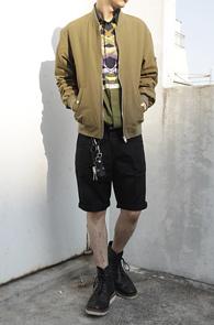 Khaki Slim Fit MA-1 Jacket<br>카키컬러, 슬림한핏<br>심플한 디자인의 슬림 항공점퍼