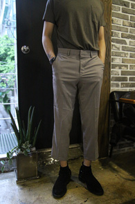 Grey Basic Slim Wide Slacks<br>그레이 컬러의 슬림 와이드 슬렉스<br>기본적인 컬러와 9부 기장의 편한 착용감