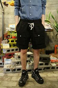 Linnen Cargo Half Pants Black<br>블랙컬러의 린넨소재<br>카고 디테일의 하프팬츠
