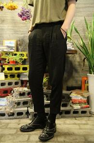 Black Linnen Wide Fit Turnups Slacks<br>블랙컬러의 와이드핏 9부 슬렉스<br>크롭트한 기장감과 편한 착용감