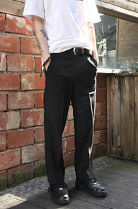 Black Wide Fit Slacks<br>블랙컬러의 와이드팬츠<br>루즈한 핏감의 와이드 슬렉스