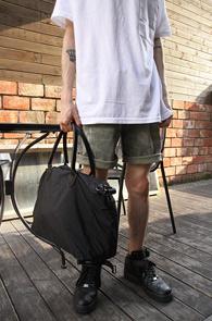 Black Simple Nylon Tote Bag<br>블랙컬러의 나일론 소재<br>베이직한 느낌의 토트백