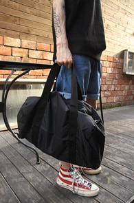 Black Nylon Duffle Bag<br>블랙컬러의 나일론 소재<br>심플한 디자인의 기본 더플백