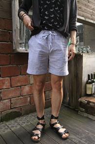 Stripe Seersucker Turn Up Pants<BR>스트라이프 패턴의 시어서커 소재<BR>깔끔한 디자인의 하프 팬츠