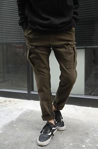 2 Color Cargo Baggy Pants<br>블랙과 카키 두가지 컬러<br>세미배기핏의 슬림 카고팬츠