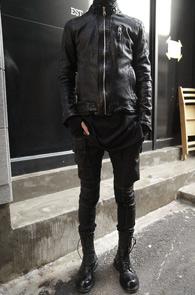 Black Sheep Skin Slim Jacket<Br>블랙컬러, 쉽스킨 레더 소재<br>리얼레더로 제작된 싱글 자켓
