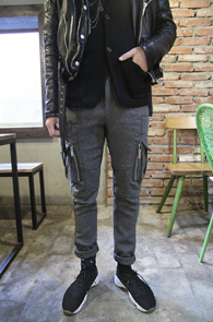 Gray Wool Cargo Pants<Br>그레이 컬러의 울소재<br>포켓디테일이 포인트가 되는 울카고팬츠