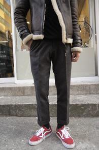 Grey Pintuck Wool Slacks<Br>그레이컬러, 핀턱 디테일<br>슬림스트레이트 핏감의 울 슬렉스