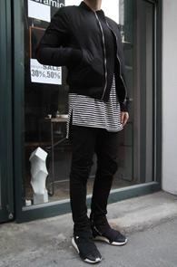 Black Stripe Warmer Long T-Shirts<br>블랙컬러의 스트라이프 패턴<br>암워머 디테일의 롱 티셔츠