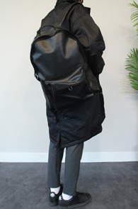 Black Fake Leatehr Backpack<br>적당한 크기의 심플 백팩<br>기본적인 블랙컬러의 높은 활용도