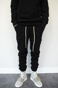 Black Long Jogger Pants<Br>블랙컬러, 신축성있는 원단<br>롱한 기장감의 조거팬츠