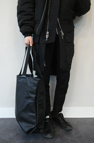 Black Leather Simple Tote Bag<br>블랙컬러, 페이크 레더 소재<br>심플한 디자인의 기본 토트백