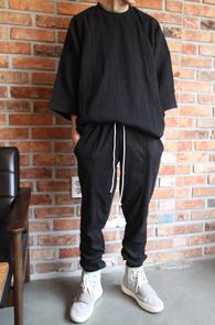 Black Box Yzy T-Shirts<Br>블랙컬러의 아사이중지 원단<br>주름가공의 박시한 핏감티셔츠