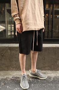 Black Baggy Cotton Pants<br>블랙컬러, 코튼소재<br>유니크한 실루엣의 배기팬츠