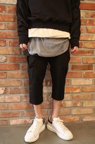 Black Crop Fit Cargo Baggy Pants<br>블랙컬러, 크롭트핏<br>배기핏의 카고팬츠