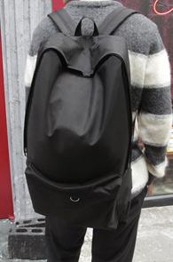 Black Basic NY Backpak<br>베이직한 대용량 백팩<br>실용성은 물론 가벼운 착용감
