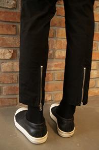 Black Back-zip Slacks Pants<br>백 지퍼 슬림 슬랙스<br>슬림한 실루엣,백 지퍼 디테일