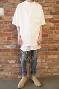 Box Fit Back Zipper T-Shirts White<br>박시한 핏감, 화이트 컬러<br>뒷지퍼 디테일의 티셔츠