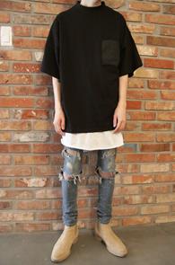 Box Fit Back Zipper T-Shirts Black<Br>박시한 핏감, 블랙 컬러<BR>뒷지퍼 디테일의 티셔츠