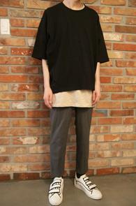 Black Box T-Shirts<br>블랙컬러의 박시한 핏감<br>절개디테일이 돋보이는 티셔츠