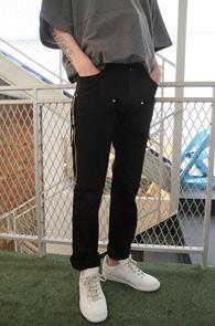 Black Zipper Slim Pants<br>블랙컬러, 신축성있는 원단<br>디테일이 돋보이는 슬림 블랙진
