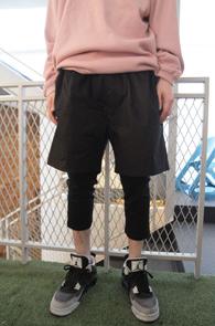 Black Leggings Crop Baggy Pants<br>블랙컬러, 배기핏감<br>레깅스 디테일의 크롭 팬츠