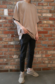 2 Color Box Fit T-Shirts<Br>베이지, 블랙 두가지 컬러<br>박시한 핏감의 기본 티셔츠