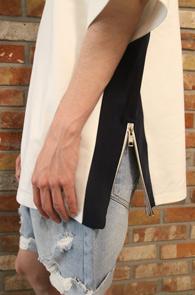 White Zipper Box T-Shirts<br>배색 디테일, 사이드 지퍼 디자인<br>배색이 매력적인 지퍼 티셔츠