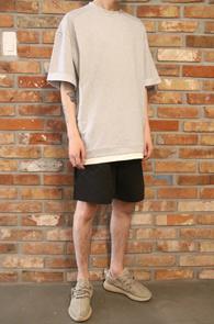 Grey Layered Roll-up T-Shirts<Br>조직감이 튼튼한 그레이 소재<br>박시한 핏감의 레이어드 티셔츠