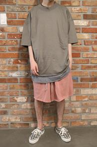 Khaki Cutting Box Fit T-Shirts<br>카키컬러, 컷팅 디테일<br>여유로운 핏감의 기본 티셔츠