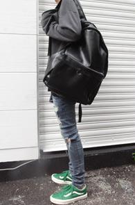 Black Fake Leather Big Bagpack<br>블랙컬러의 페이크레더 소재<br>빅사이즈의 레더 백팩
