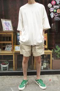 Beige String Over Fit T-Shirts<br>베이지컬러의 박시한 핏감<br>밑단 스트링 디테일이 매력적인 티셔츠