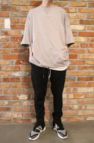 Grey String Over Fit T-Shirts<br>그레이컬러의 박시한 핏감<br>밑단 스트링 디테일이 매력적인 티셔츠