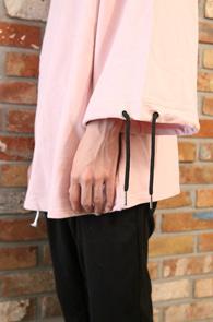 Pink Box Line T-Shirts<Br>핑크컬러, 박시한 핏감<br>소매 끈 디테일이 돋보이는 티셔츠