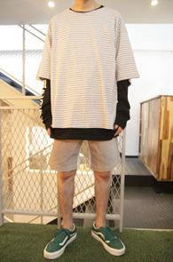 2 Color Box Fit Stripe T-Shirts<br>블랙과 그레이 두가지 컬러로 전개<br>박시한 핏감의 스트라이프 티셔츠
