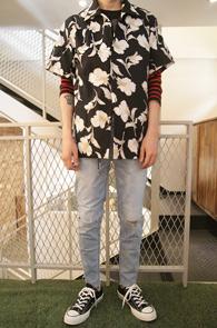 Black Hawaian Shirts<BR>블랙컬러의 플라워 패턴<BR>올해 트랜드인 하와이언 셔츠