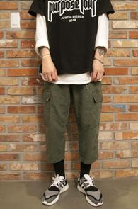 Work Crop Cargo Pants Khaki<br>워크팬츠 디테일,카고 디자인<br>와이드한 핏감의 카고팬츠