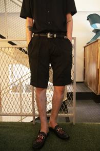Black Zipper Half Slacks<br>베이직한 디자인, 블랙컬러<br>지퍼디테일이 멋스러운 슬렉스
