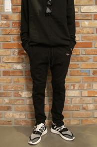 2 Color Unbalance Traning Pants<br>블랙과 그레이 두가지 컬러<br>비대칭 디자인의 트레이닝팬츠
